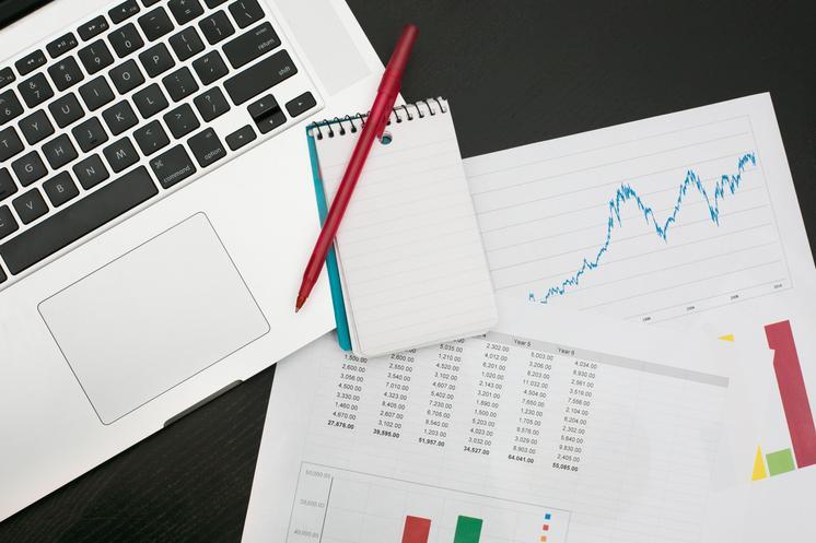 making-a-budget-tracking-finances_373x@2x.progressive
